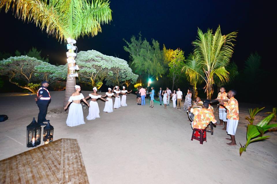 Dançarinas e músicos locais mostram um pouco da cultura das Ilhas Mauricio