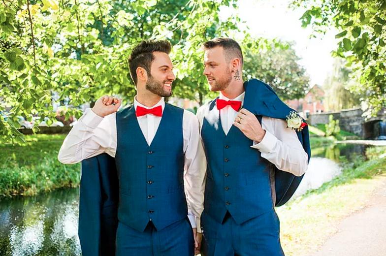 Agora, o que não podia faltar, o casamento de Alan e Anthony